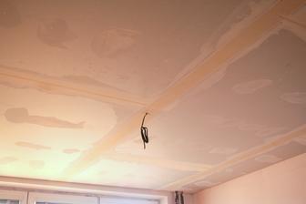 už se nám rýsuje nový strop :)