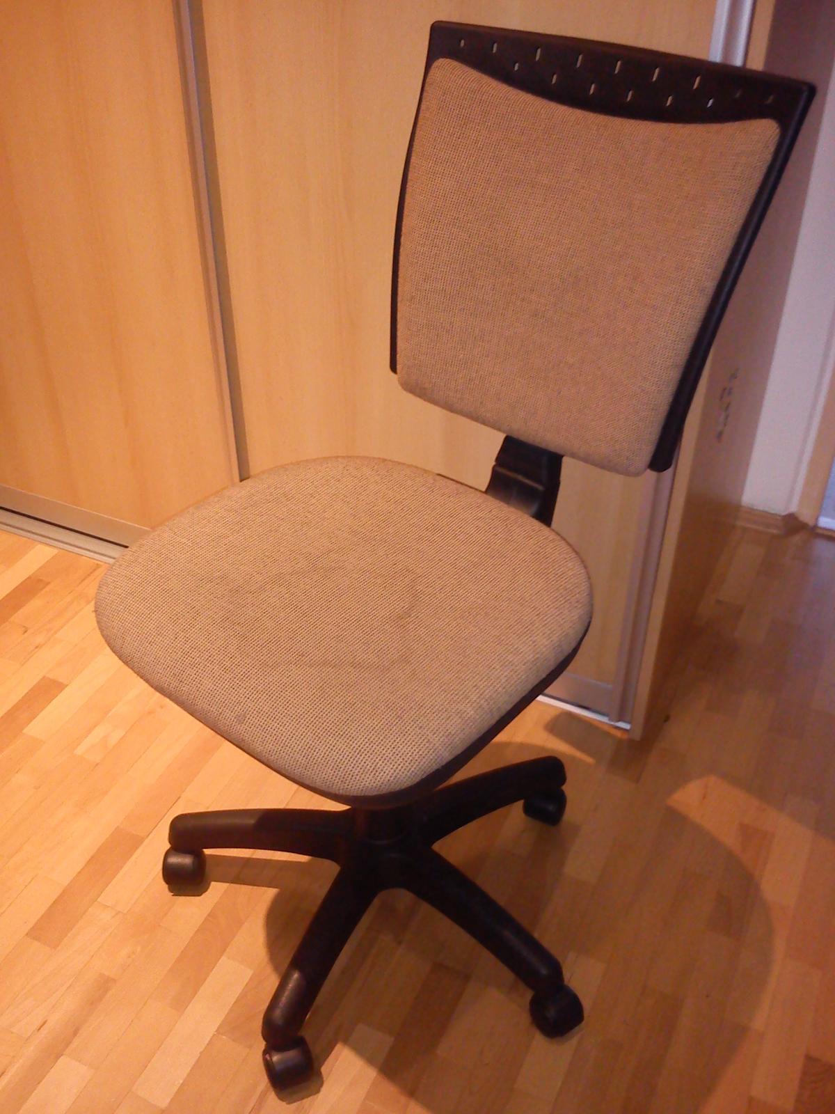 kancelársku stoličku - Obrázok č. 1