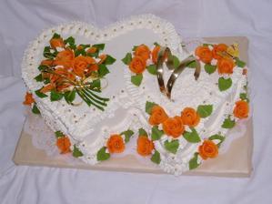 hlavní dort novomanželů, sice budou dvě dvojsrdce, ale to nám nevadí