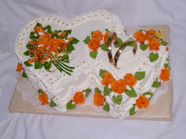 """Podobný dortík máme objednaný mamince,jako poděkování za syna.  Bude tam pěkný veršík """" Synovu lásku v srdci už nosím, teď o Vaši maminko, tatínku prosím""""."""