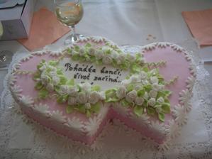 jeden ze svatebních dortů