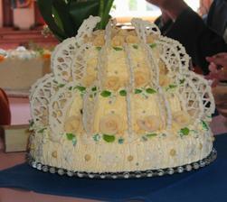 poschoďák od tchýniné známé - těch dortů bylo strašně moc a nic se nesnědlo