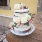 Realizácia: http://castel.sk/cakes-sweets/