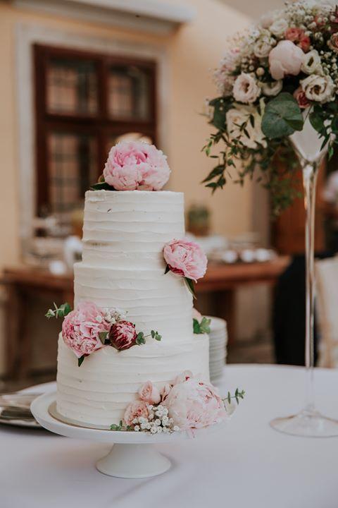 Svadobné torty - Foto: Nina Skalikova Photography Realizácia: www.castel.sk