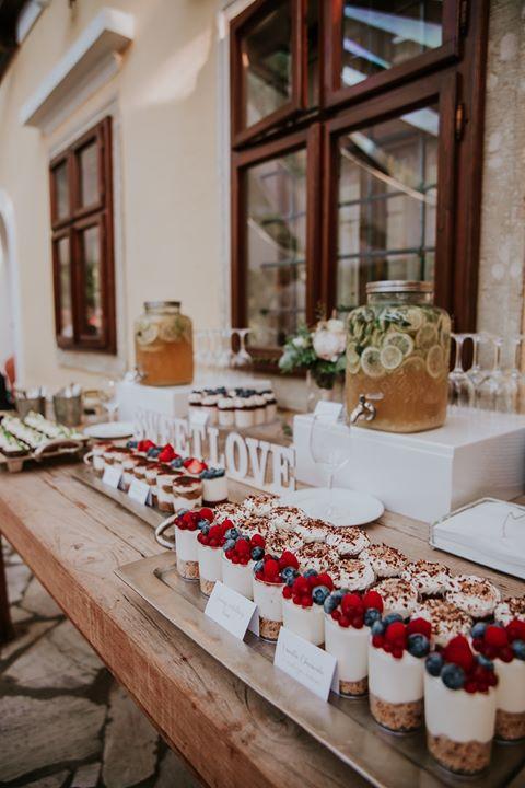 Dobroty na Candy Bar - Foto: http://www.ninaskalikova.com/. Lokácia: www.castel.sk
