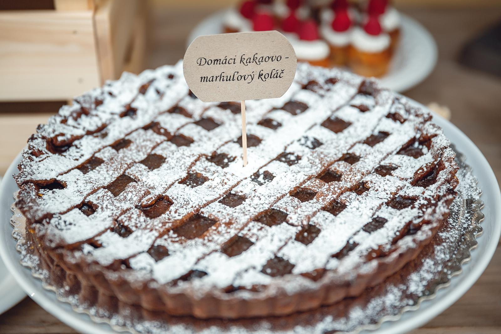 Dobroty na Candy Bar - Foto: http://www.totojeventure.sk/index.html. Realizácia: www.castelmierovo.sk