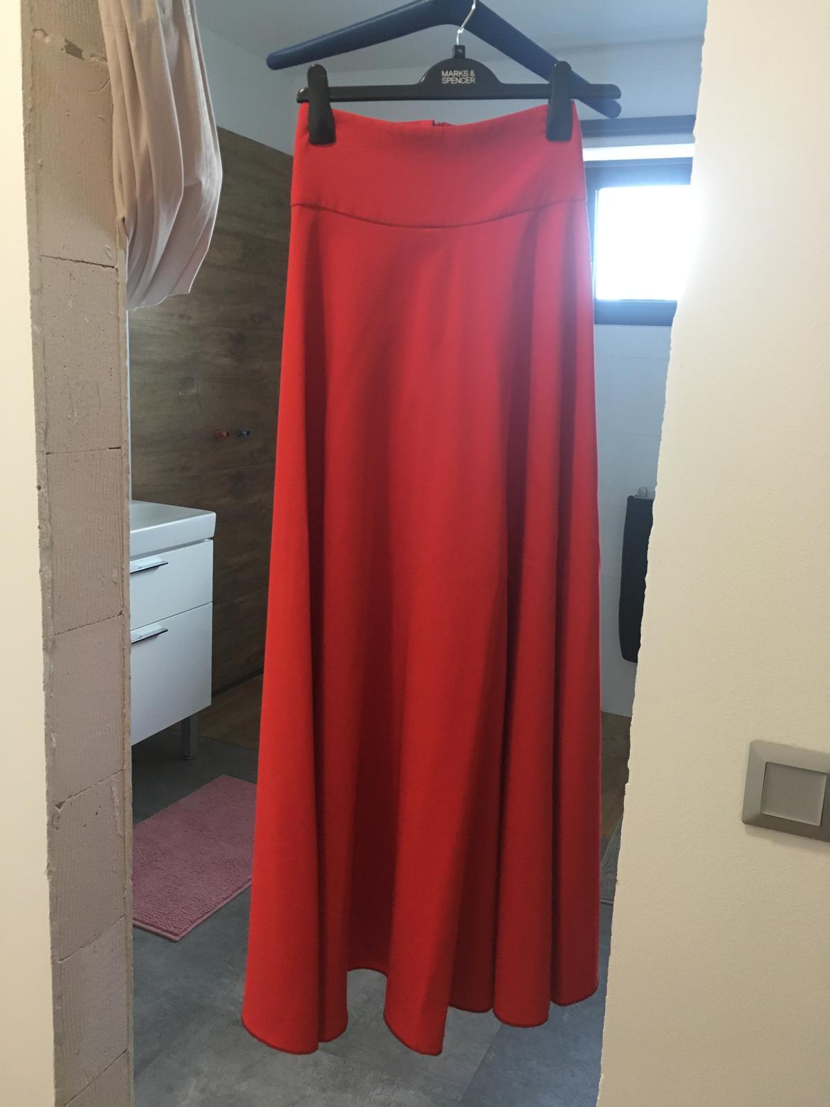 Červená sukňa - Obrázok č. 2