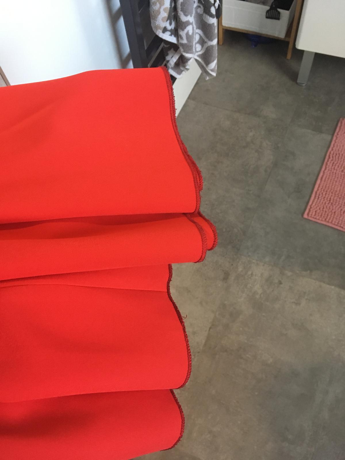 Červená sukňa - Obrázok č. 3