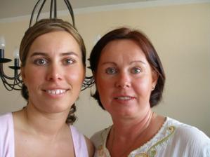 a to už je pravá nevěsta s maminkou