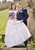Nádherné svadobné šaty s fialovými flitrami, 38
