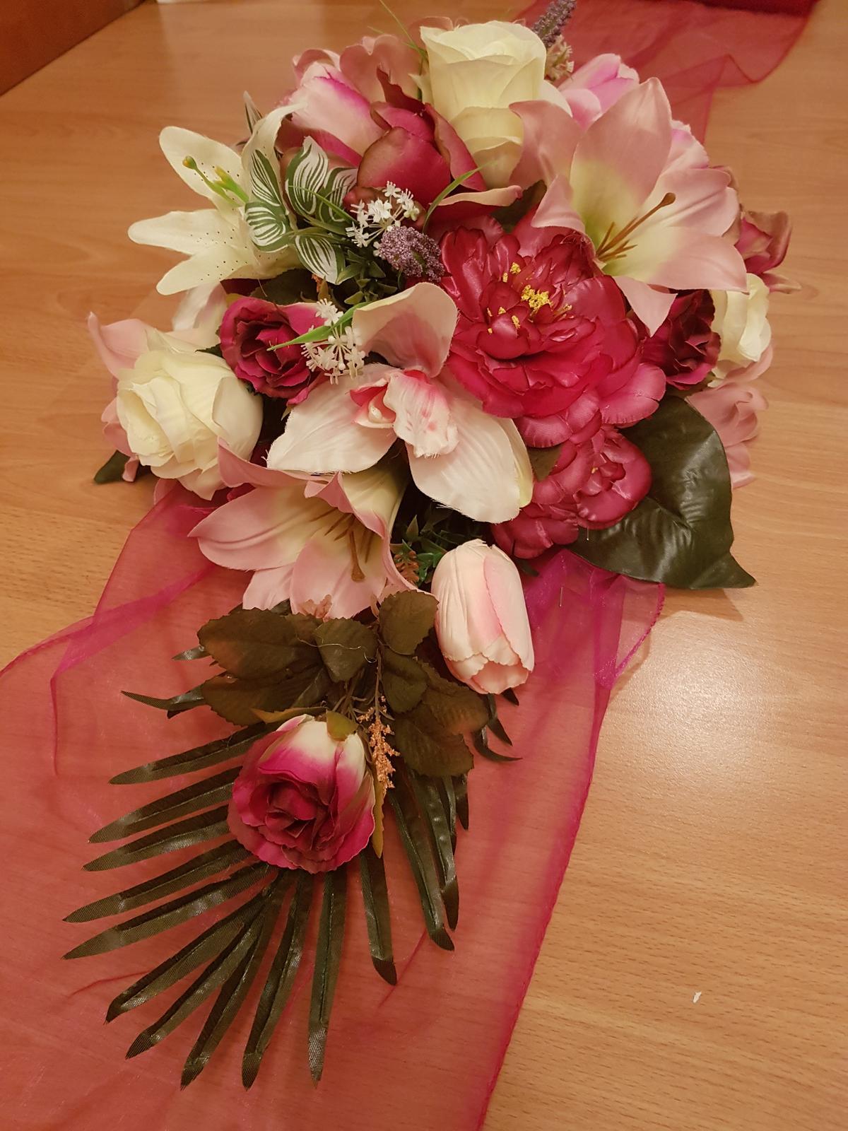 Kvetinová výzdoba na auto - Obrázok č. 1