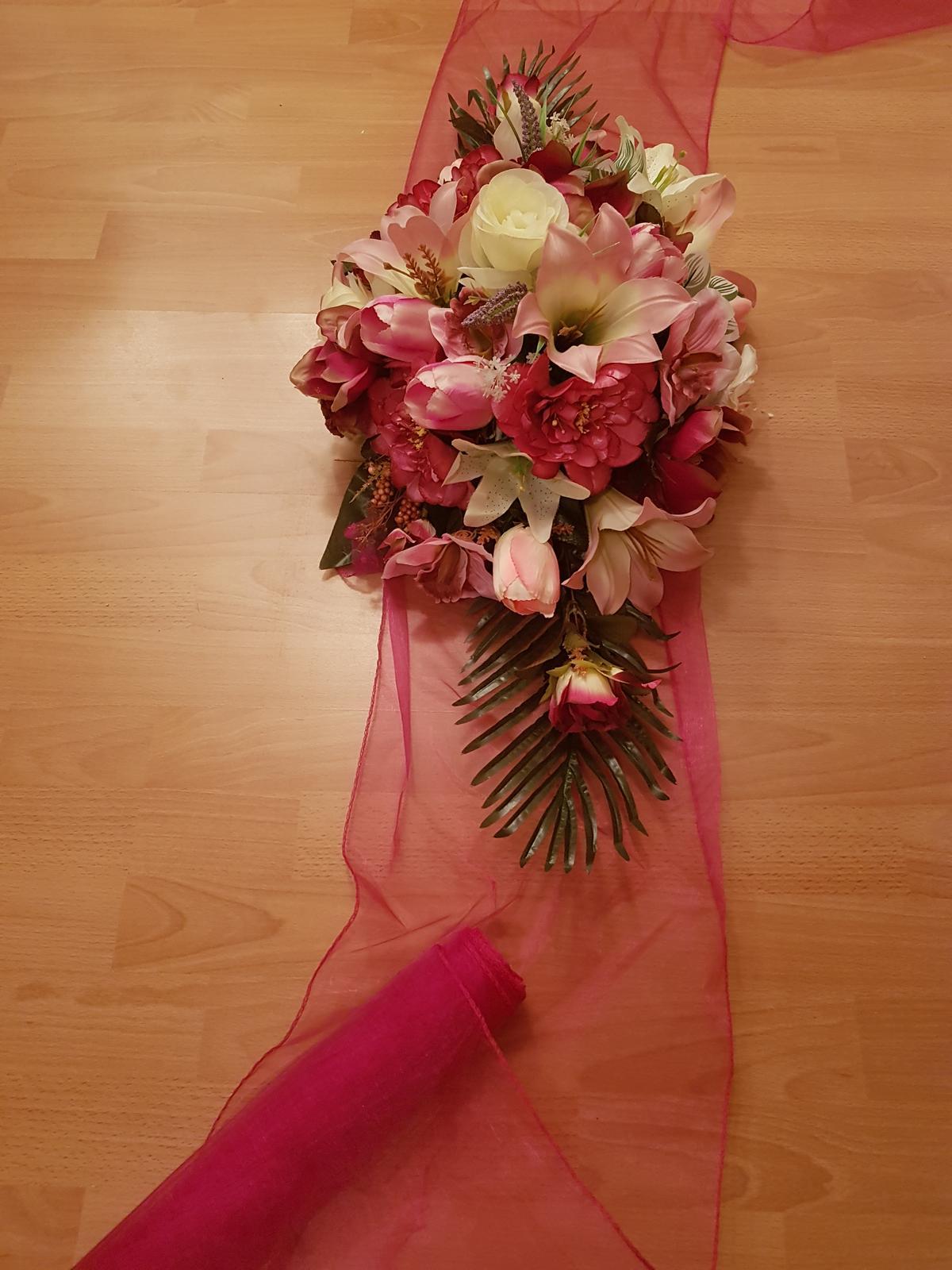 Kvetinová výzdoba na auto - Obrázok č. 3