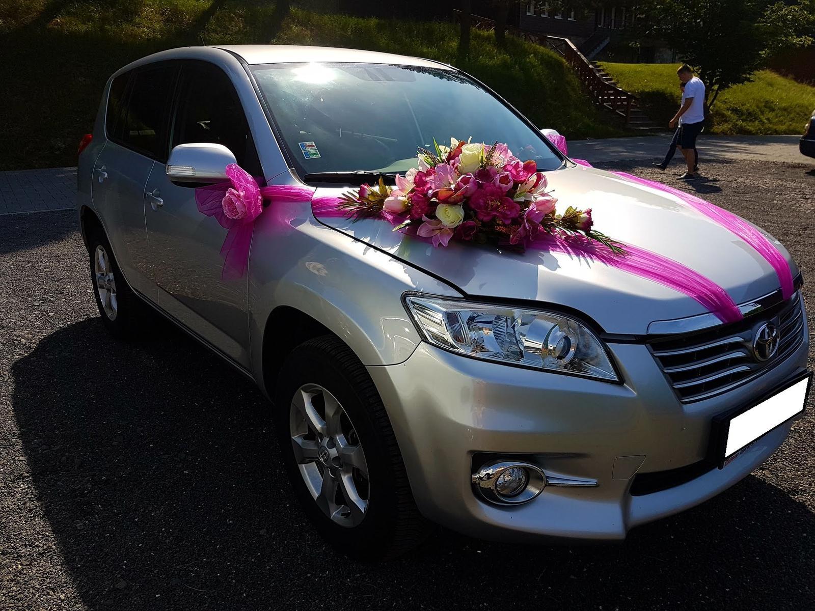 Kvetinová výzdoba na auto - Obrázok č. 4