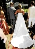 svatební šaty se zdobením a výstřihem, 42