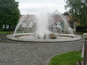 fontána pred vstupom
