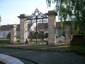 Vstupná brána (nefunkčná)
