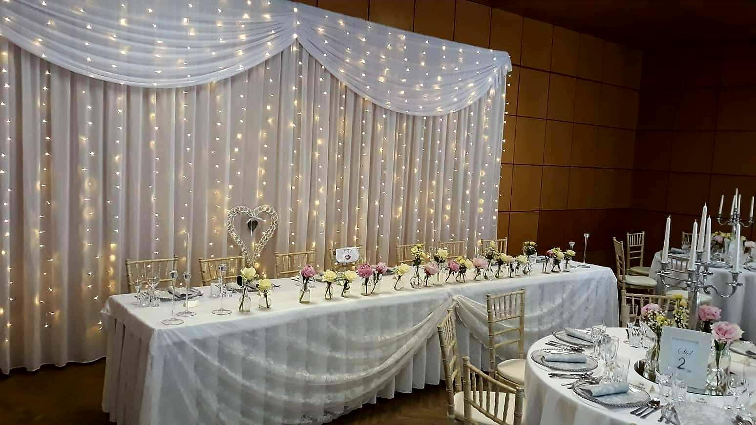 Svetelné steny za mladomanželský stôl - Svetelná stena v rozmere 3x6m dodá Vašej výzdobe pompézny a romantický nádych.