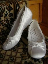...tak tieto topánočky budú určite svadobné...sú pohodlné...krásne>..zohnala som ich cez jednu babenku z VB...ďakujem