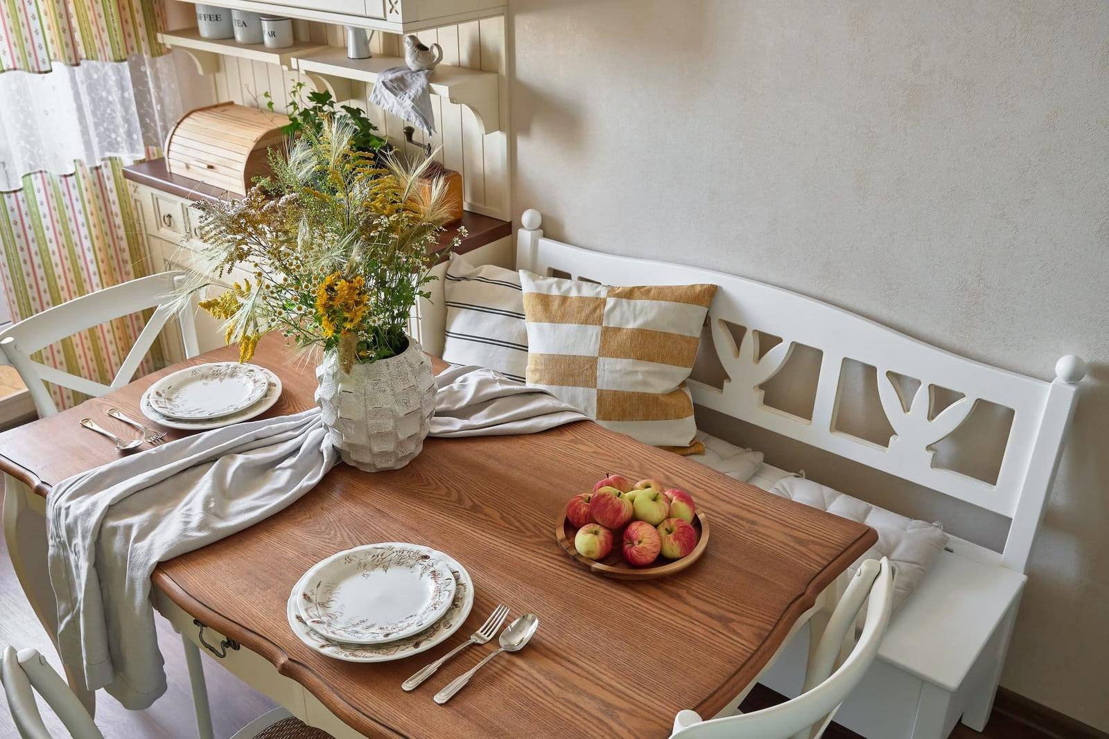 Byt se světle zelenou kuchyní - Bydlo.cz - inspirace bydlení, interiér, architektura