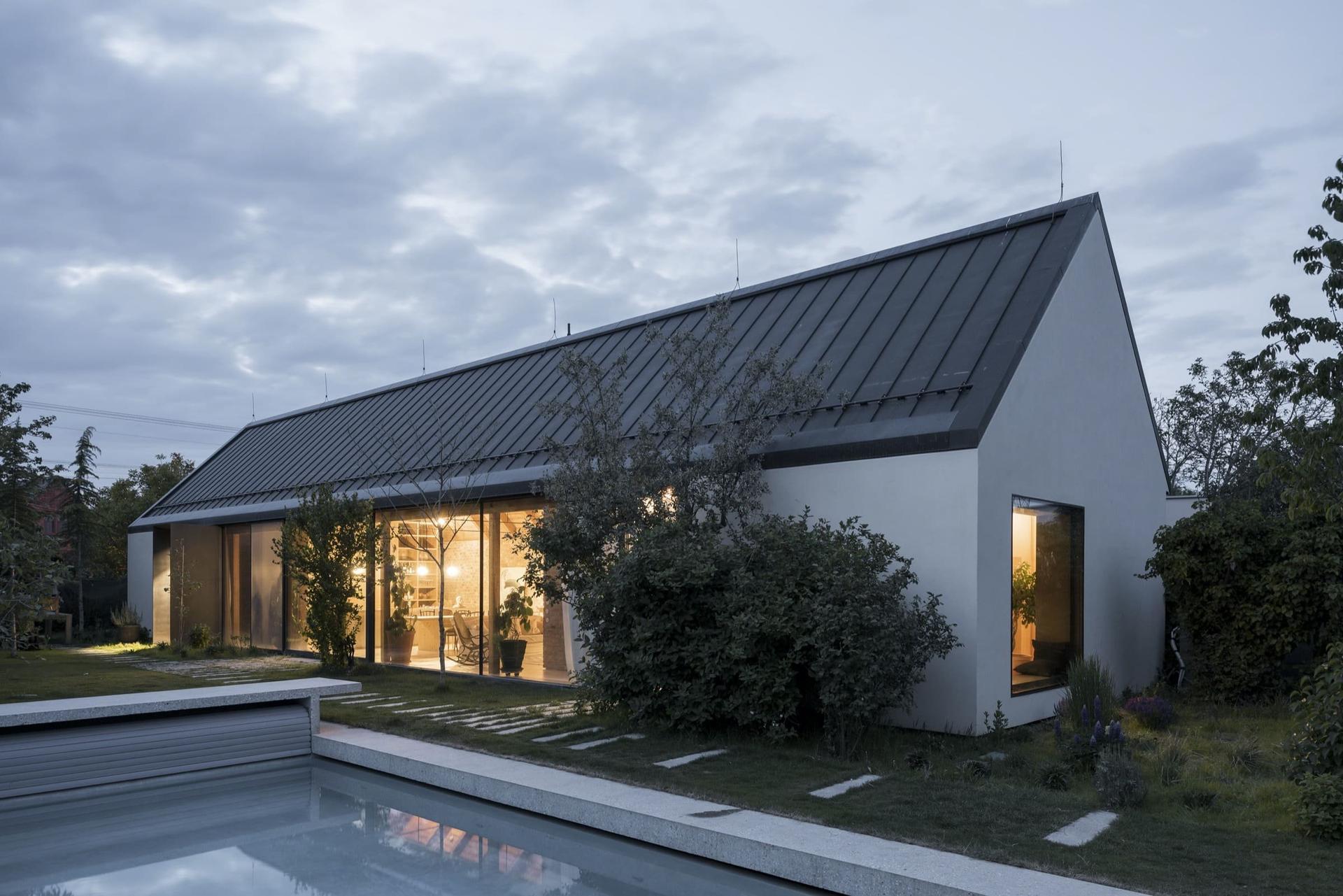 Moderní dům ze zrecyklovaného zdiva - Obrázek č. 1