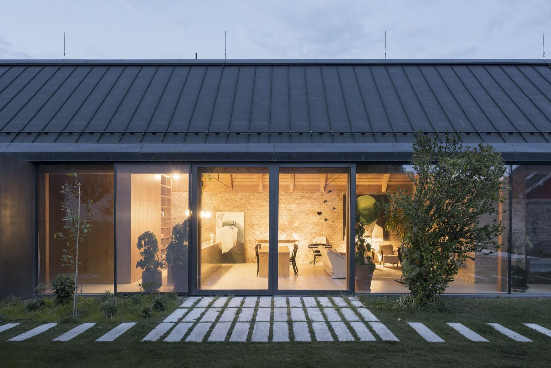 Moderní dům ze zrecyklovaného zdiva - Obrázek č. 3