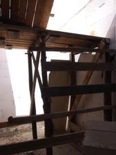 provizorní schodiště co sestavili bezdomovci :-)
