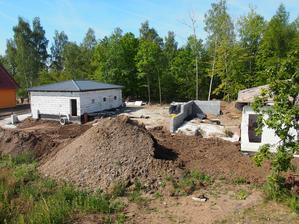 soused za námi si asui staví bunkr nebo co...