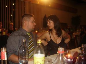 kamarát Jocó, so svojou polovickou Gabi.... ženích mu zveril zabezpecenie kytíc.... a zvladol to na jednotku s hviezdickou.... este raz srdecna vdaka