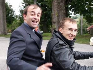 I pan farar jede na motorce:-)