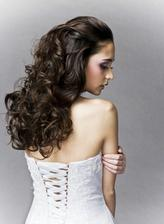 Nakonec se temto ucesum ten muj ani nepodobal :) Zadna kadernice mi nechtela udelat vlnite vlasy.
