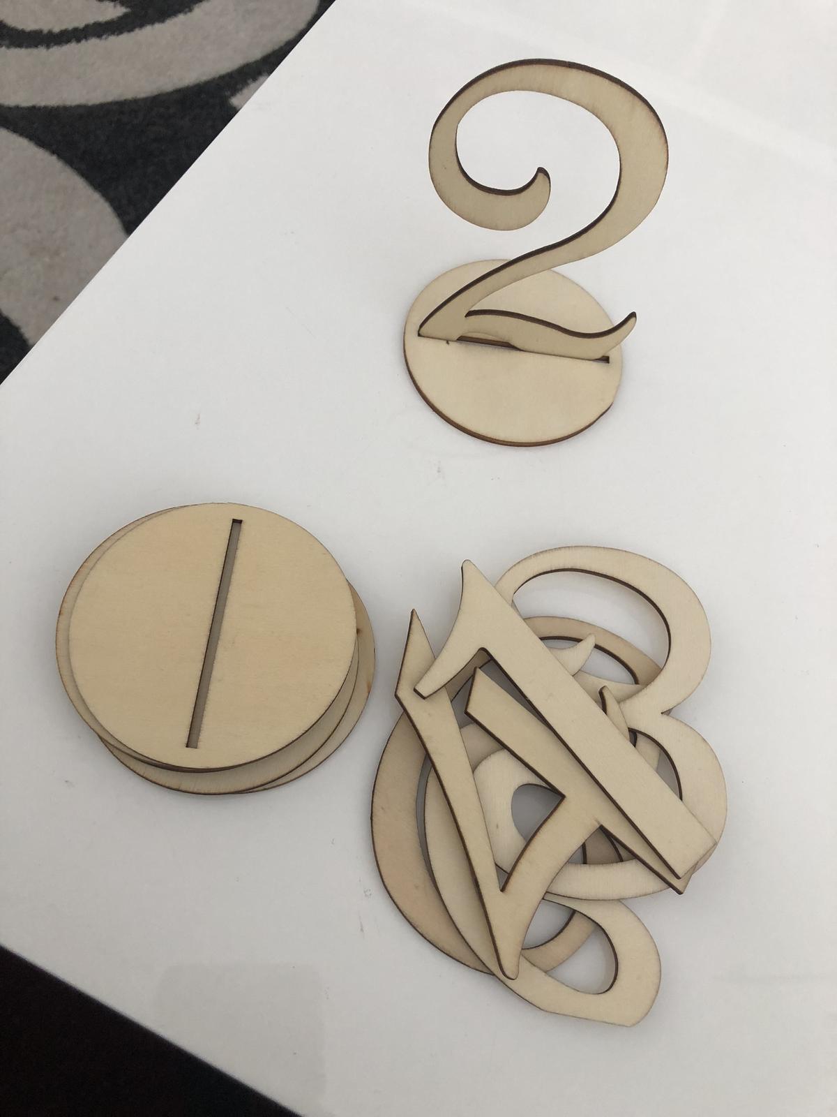 Dřevěné číslice na stůl - Obrázek č. 1