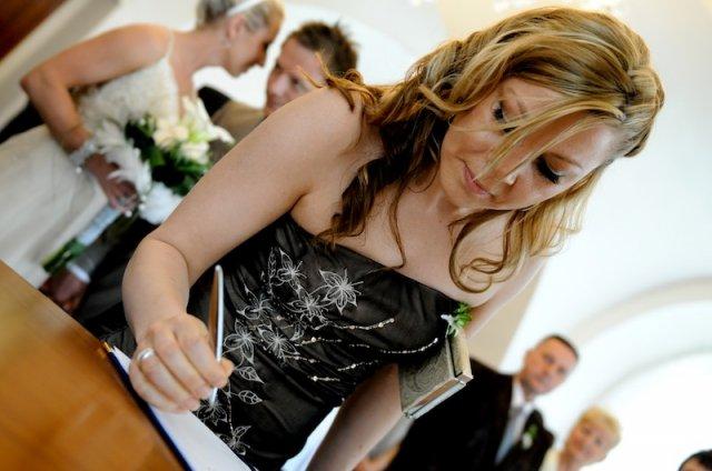 Lucie Kasovska{{_AND_}}Oli Jelinek - podpis svedkyne....