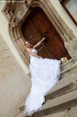 Prekrásne , ručne vyšívané svadobné šaty,