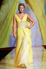 Znáte šaty od Blanky Matragi? Tak se kochejte:)