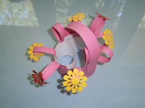 Tuto krásnou kytičku mi dělala Michalka ve školce sama. Šikulka moje.