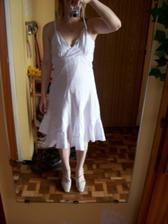 Toto jsou mé šaty na převlečení. Trochu mi dělají bříško, ale těhotná nejsem :-D ...