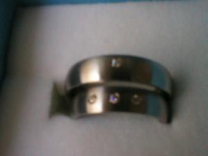 naše snubní prstýnky, nejsem dobrý fotograf :-)