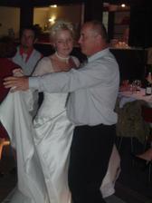 nevěsta tančí s taťkou