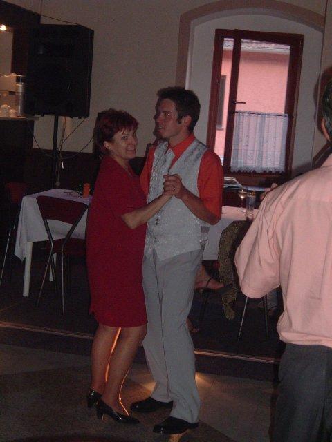 Péťa Nováková{{_AND_}}Honza Souček - ženich tančí s mamkou