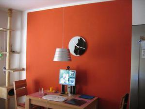 Roman maloval zeď v obýváku