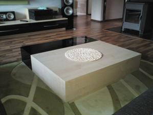 tak tento stolík máme v obyvačke :)