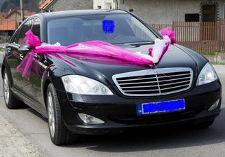 výzdoba auta bude len podobná, kúpené organzy biela a fialová a taktiež ratanové gule + čerstvé kvietky doplním....