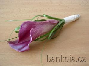 ...chtěla jsem kytici z kal světle růžových jako jsou na předchozích obrázcích, ale prý v tuto roční dobu nejsou :-( bílé vypadají luxusně, přesto bych ale chtěla kytičku s nějakou barvou ne jen bílozelenou