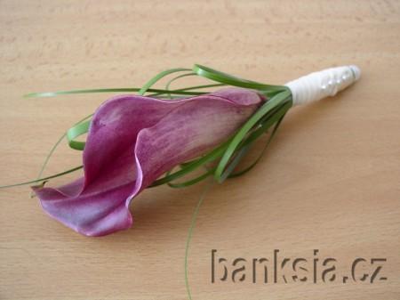 Květiny - ...chtěla jsem kytici z kal světle růžových jako jsou na předchozích obrázcích, ale prý v tuto roční dobu nejsou :-( bílé vypadají luxusně, přesto bych ale chtěla kytičku s nějakou barvou ne jen bílozelenou