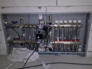 rozdelovac kurenia - radiator + podlahovka - august 2009