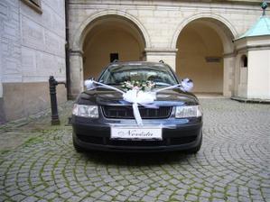 Nádherně yzdobené auto nevěsty
