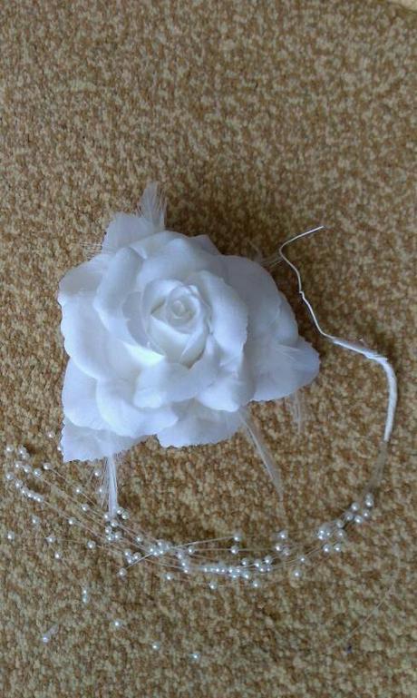 Snehovo biela ruža do vlasov - Obrázok č. 1