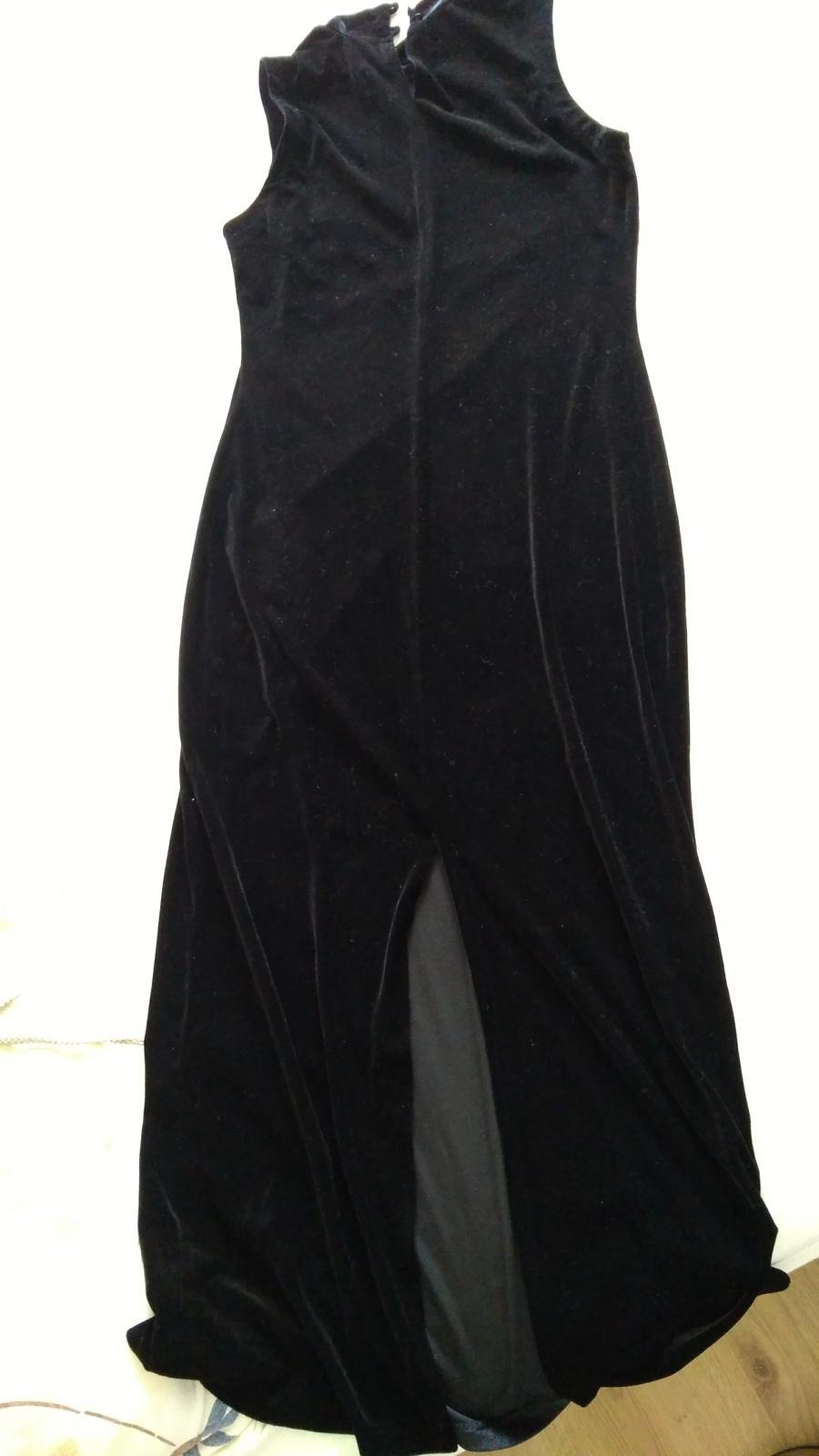Zamatové šaty - Obrázok č. 2