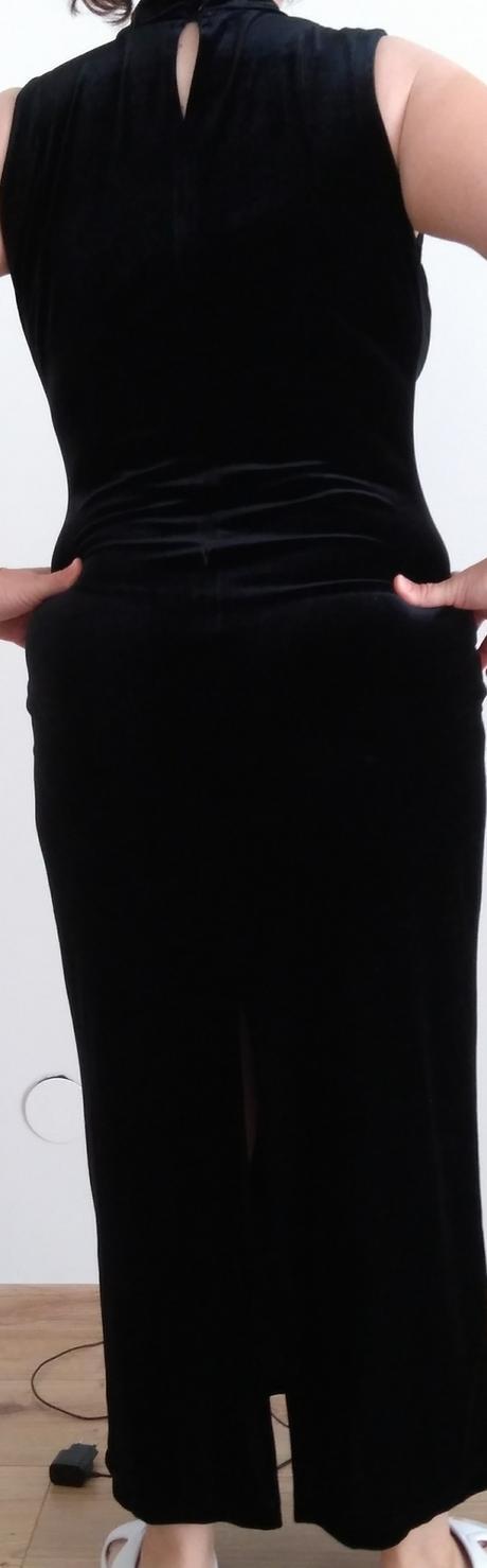 Zamatové šaty - Obrázok č. 1