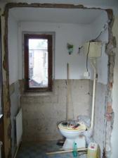 Zde bylo původně WC, teď sem přijde vestavná skříň....